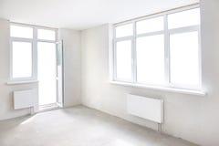 Sitio blanco con la ventana Fotografía de archivo libre de regalías