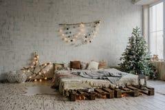 Sitio blanco del vintage, adornado para la Navidad Imagen de archivo libre de regalías