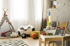 Sitio colorido con el juguete de madera foto de archivo libre de regalías