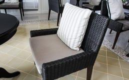 Sitio con la silla negra Foto de archivo libre de regalías