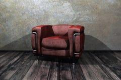 Sitio con la silla roja del brazo Imagen de archivo libre de regalías