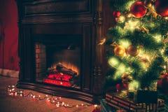 Sitio de Año Nuevo con el árbol de navidad adornado Imagen de archivo