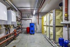 Sitio de caldera; estos tubos están para la calefacción de la industria con un buque de la extensión para la diferencia de absorc fotos de archivo