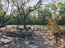 Sitio de demolición viejo y abandonado de la casa Fotos de archivo