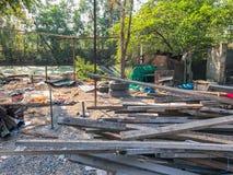 Sitio de demolición viejo y abandonado de la casa Imagen de archivo libre de regalías
