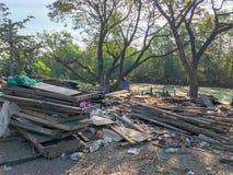 Sitio de demolición viejo y abandonado de la casa Imagenes de archivo