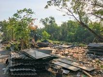 Sitio de demolición viejo y abandonado de la casa Foto de archivo