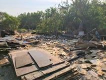 Sitio de demolición viejo y abandonado de la casa Fotos de archivo libres de regalías