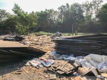 Sitio de demolición viejo y abandonado de la casa Imágenes de archivo libres de regalías