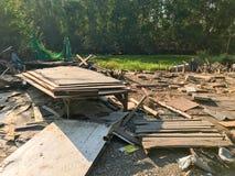 Sitio de demolición viejo y abandonado de la casa Foto de archivo libre de regalías