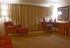 Sitio de estudio con las butacas lámpara y espejo Fotografía de archivo