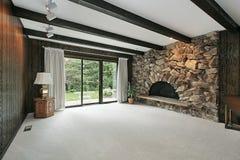 Sitio de familia con la chimenea de piedra Foto de archivo