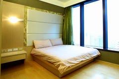 Sitio de la cama del apartamento Imagen de archivo