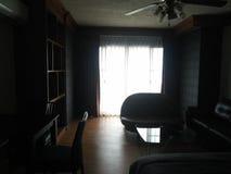 Sitio de la cama de la propiedad horizontal para el sueño de la noche fotografía de archivo libre de regalías