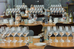 Sitio de la cena de la tabla de los vidrios de placas de la composición Imagenes de archivo