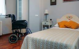 Sitio de la clínica con la silla de ruedas Imagen de archivo libre de regalías