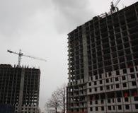 Sitio de la construcción de edificios en ciudad imagen de archivo libre de regalías