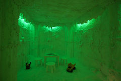 Sitio de la cueva de la sal en verde imagenes de archivo