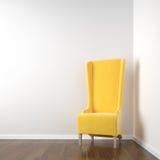 Sitio de la esquina blanco con la silla amarilla Foto de archivo libre de regalías