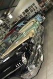 Sitio de la exhibición con los coches de Chevrolet del vintage Imagen de archivo libre de regalías