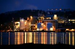 Sitio de la fábrica en la noche Fotografía de archivo libre de regalías