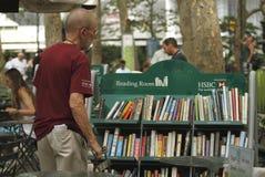 Sitio de lectura en el parque de Bryant Imagen de archivo libre de regalías