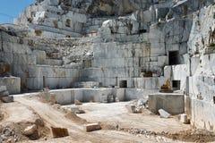 Sitio de mármol industrial de la mina en Carrara, Toscana, fotografía de archivo
