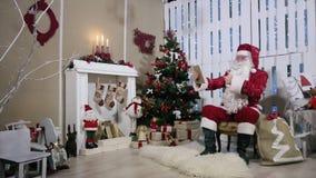 Sitio de Santa Talking His Digital Tablet con almacen de metraje de vídeo