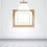 Sitio de Spotlit con el marco de madera vacío Imagen de archivo