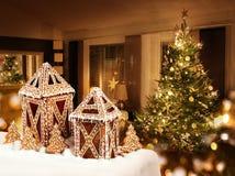 Sitio del árbol de navidad de las cabañas de las galletas del pan de jengibre Fotografía de archivo