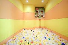 Sitio del juego con las bolas en el café Anderson Fotos de archivo