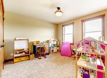 Sitio del juego de los niños con los juguetes. Interior. Foto de archivo libre de regalías