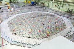 Sitio del reactor Tapa del reactor nuclear, mantenimiento de equipo y reemplazo de los elementos combustibles del reactor fotos de archivo libres de regalías
