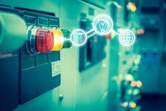 Sitio eléctrico del dispositivo de distribución, el panel eléctrico industrial del interruptor encendido imagenes de archivo
