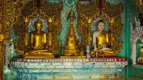 Sitio en un templo budista Birmania, Rangún Fotos de archivo