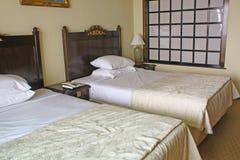 Sitio genérico de la cama del hotel Foto de archivo libre de regalías