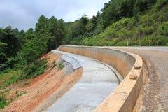 Sitio grande de la construcción de carreteras de la montaña Foto de archivo libre de regalías