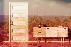 Sitio gris, pecho de cajones y puerta, entonados Fotos de archivo libres de regalías