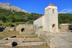 Sitio histórico de la iglesia vieja en Baska Imagen de archivo