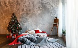 Sitio interior adornado en estilo de la Navidad Fotografía de archivo