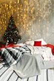 Sitio interior adornado en estilo de la Navidad Fotos de archivo libres de regalías