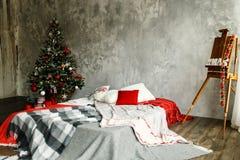 Sitio interior adornado en estilo de la Navidad Imagen de archivo
