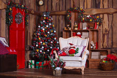 Sitio interior adornado en estilo de la Navidad Ningunas personas Comodidad casera de la casa moderna Imágenes de archivo libres de regalías