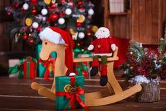 Sitio interior adornado en estilo de la Navidad Ningunas personas Comodidad casera de la casa moderna Fotos de archivo libres de regalías