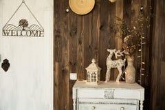 Sitio interior con un ciervo, lámpara Fotografía de archivo libre de regalías