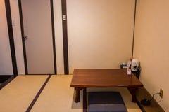 Sitio japonés tradicional del té con la estera de tatami Imagen de archivo libre de regalías
