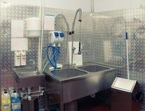 Sitio moderno del lavaplatos, entonado Fotografía de archivo libre de regalías