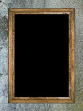 Sitio oscuro con una ventana abierta (espacio de la copia) Foto de archivo