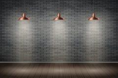 Sitio oscuro de la pared de ladrillo con las lámparas del vintage Imágenes de archivo libres de regalías