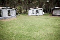 Sitio para acampar imagenes de archivo